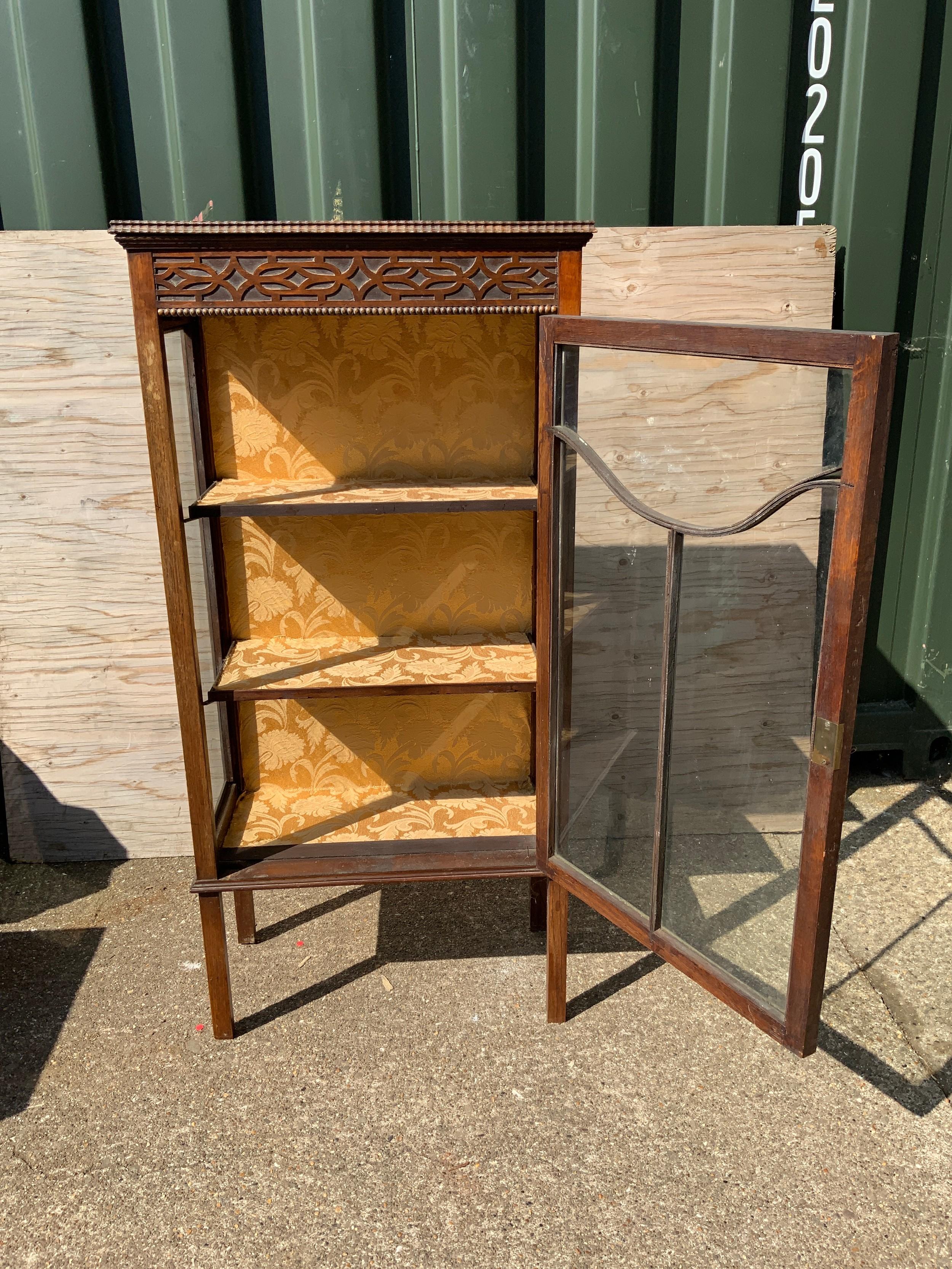 Oak Glazed Cabinet with Key - Image 2 of 2