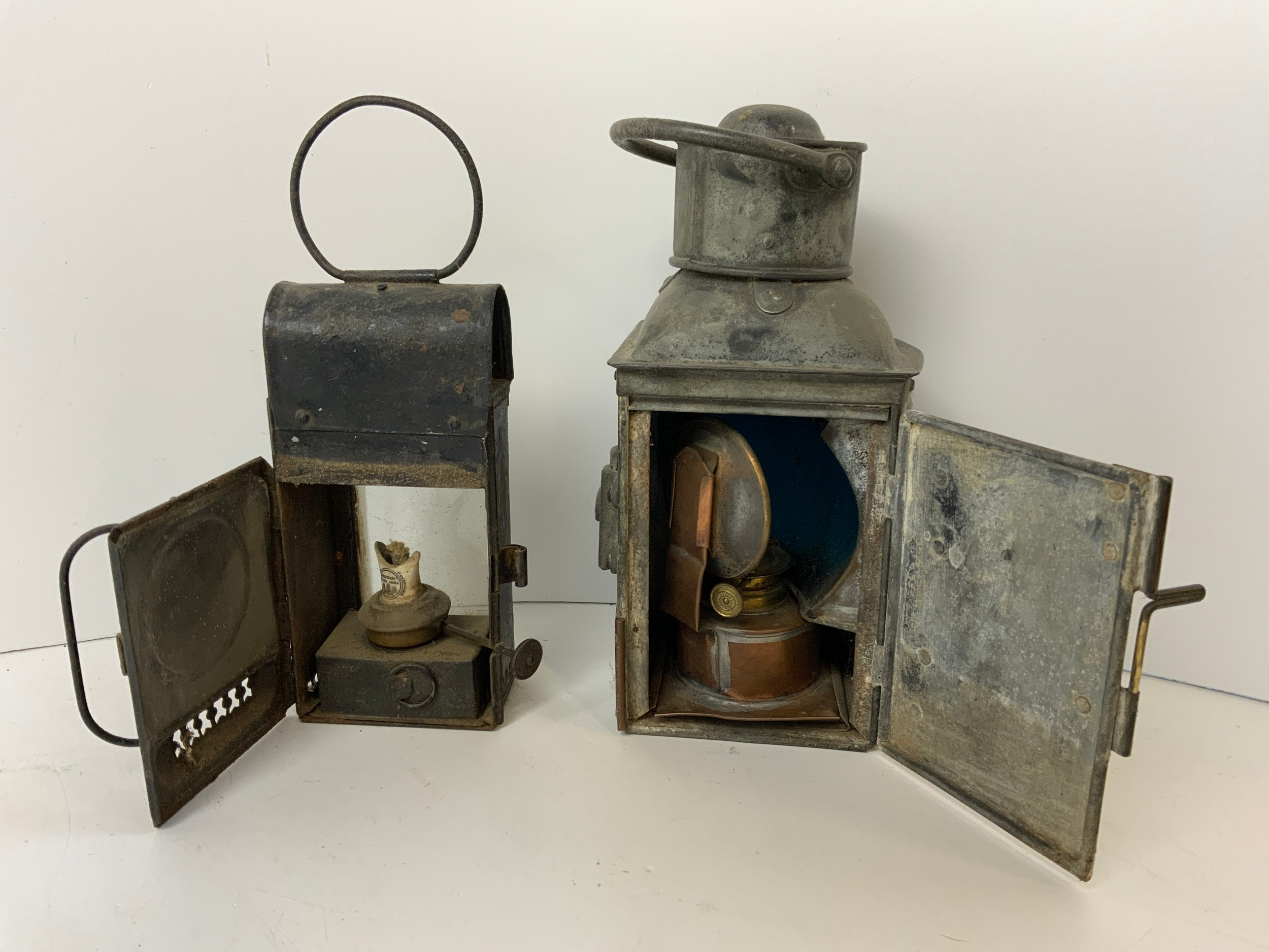 2x Oil Lanterns - One Ships - Image 2 of 3