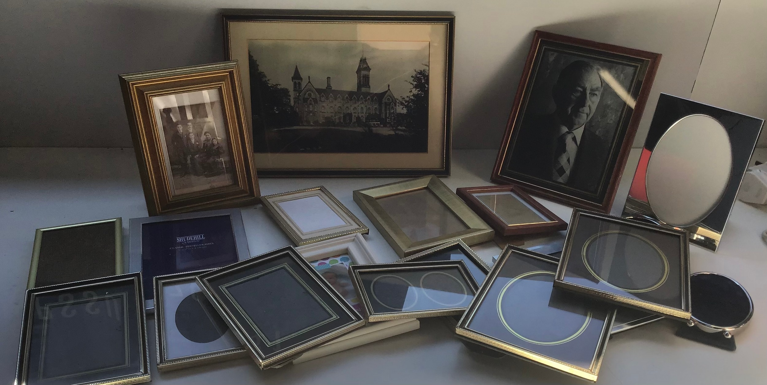 Quantity of Pictures and Frames
