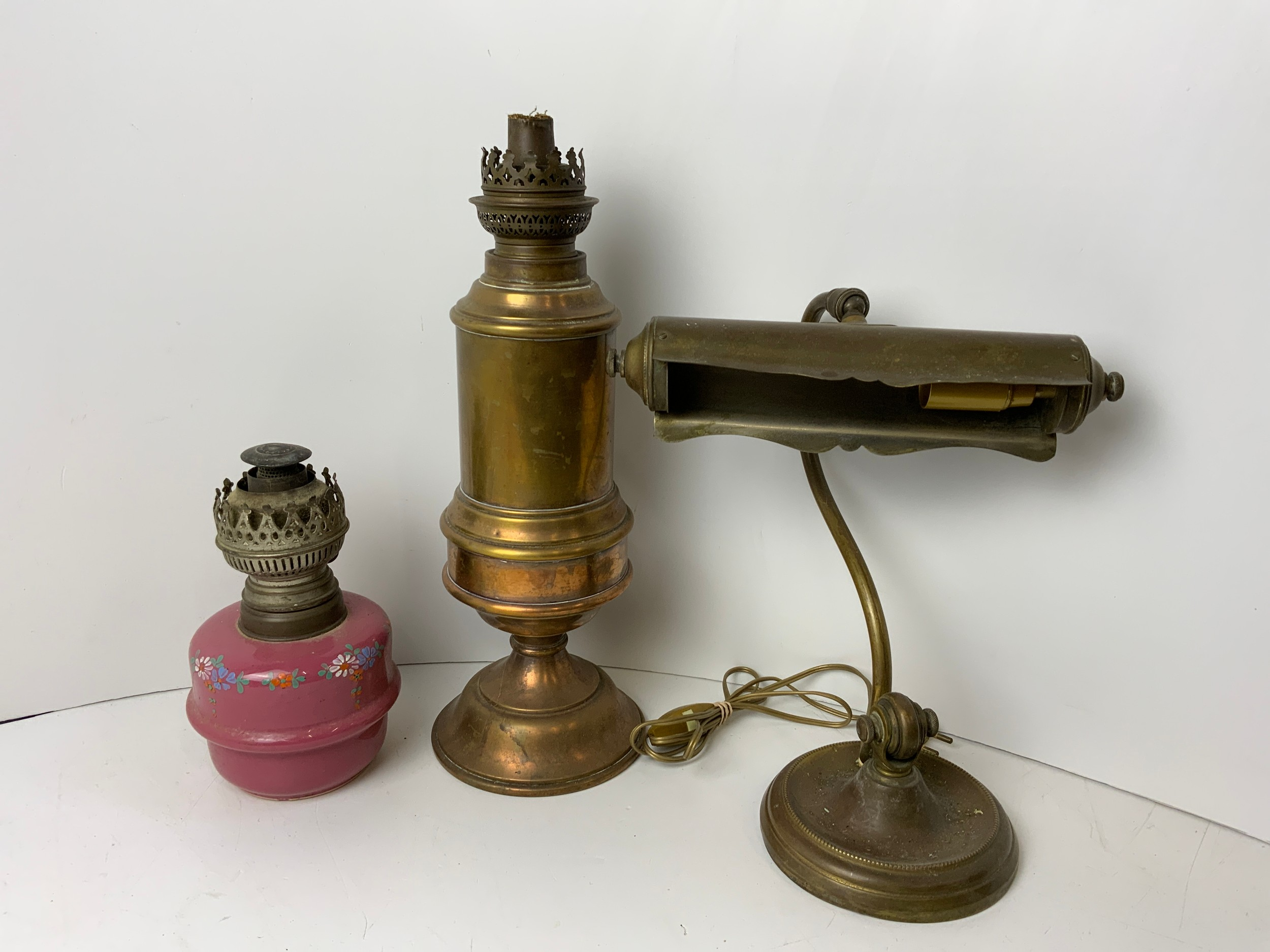 Vintage Bankers Lamp and 2x Oil Lamps