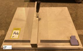 Bench top Creaser (LOCATION: Wakefield) (please note there is a lift out fee of £2 plus VAT on