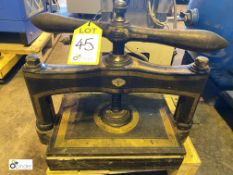 Manual Book Press (please note there is a lift out fee of £10 plus VAT on this lot)