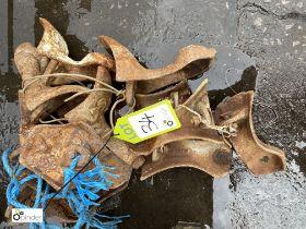 Approx 12 cast iron Decorative Feet (LOCATION: Sussex Street, Sheffield)