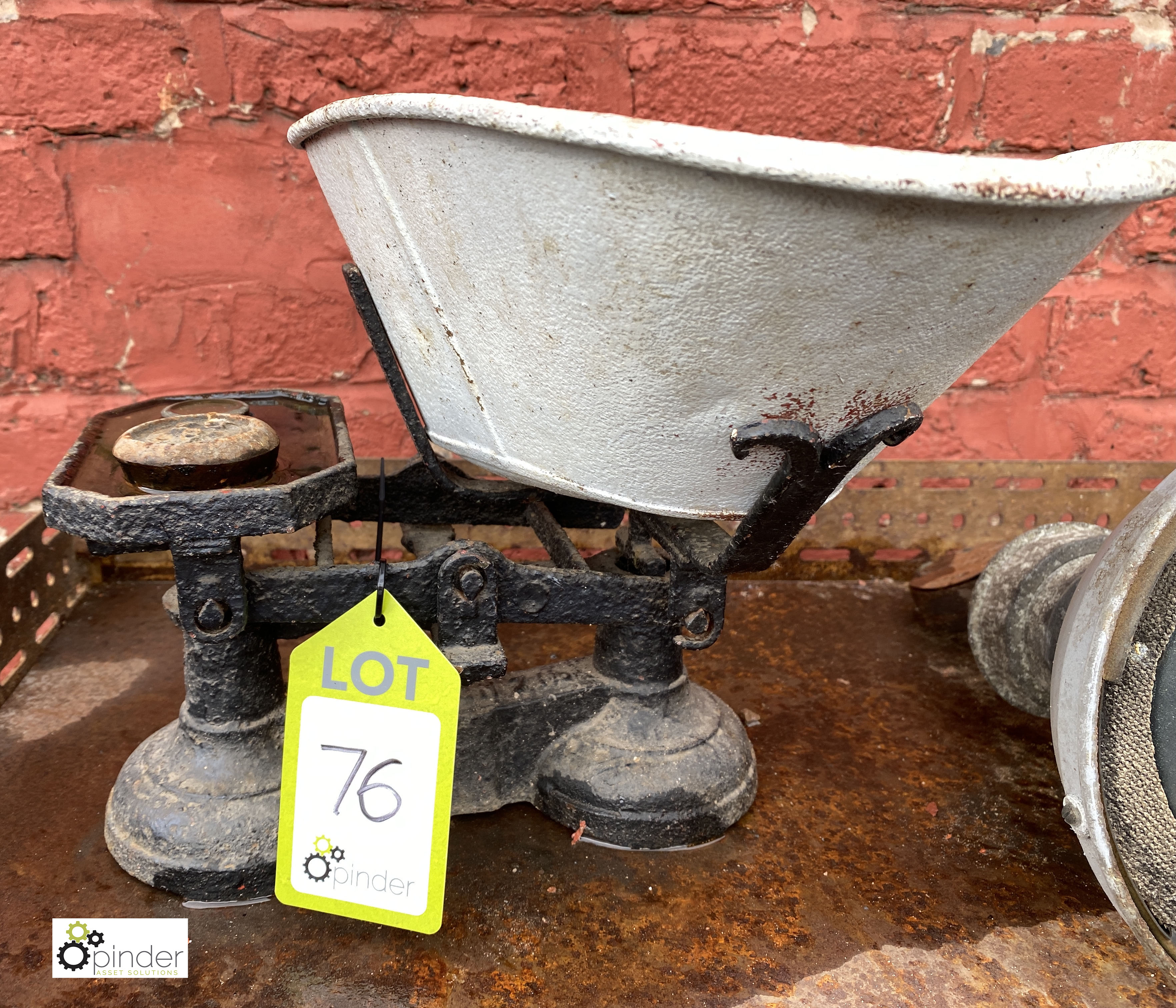 Cast iron counter top counterbalance Weighing Scales, 7lbs, with quantity various weights (LOCATION: