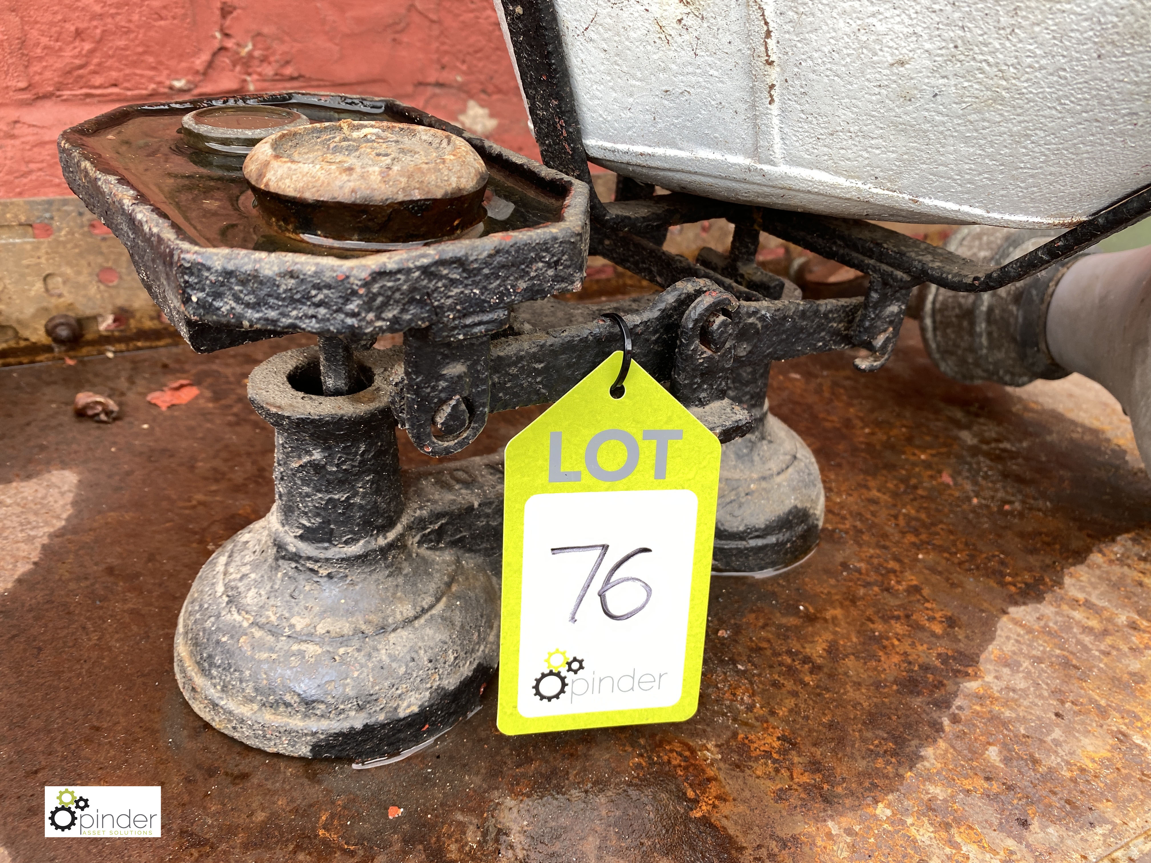 Cast iron counter top counterbalance Weighing Scales, 7lbs, with quantity various weights (LOCATION: - Image 3 of 4