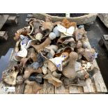 Large quantity cast iron Decorative Feet, to pallet (LOCATION: Sussex Street, Sheffield)