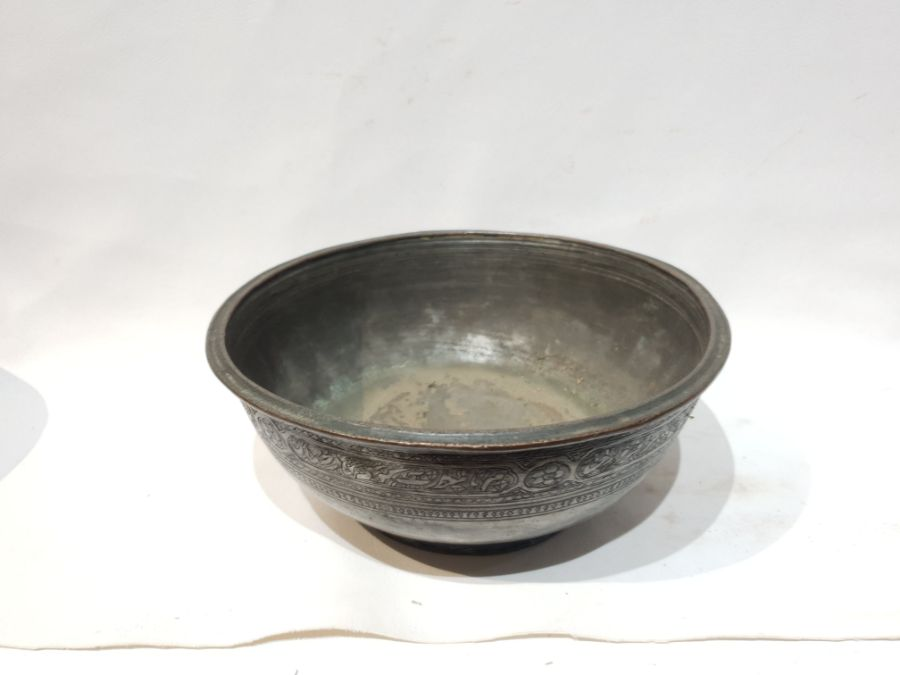 2 Islamic Metal Bowls Each with Unique Engravings - Image 4 of 7