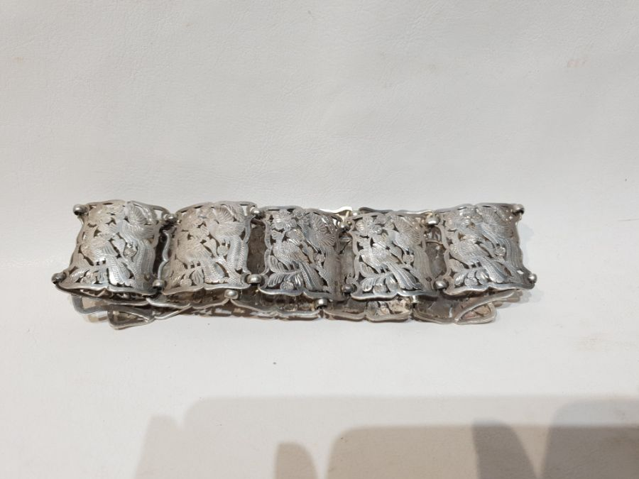 An Solid Silver Indonesian Engraved Belt - Image 4 of 8