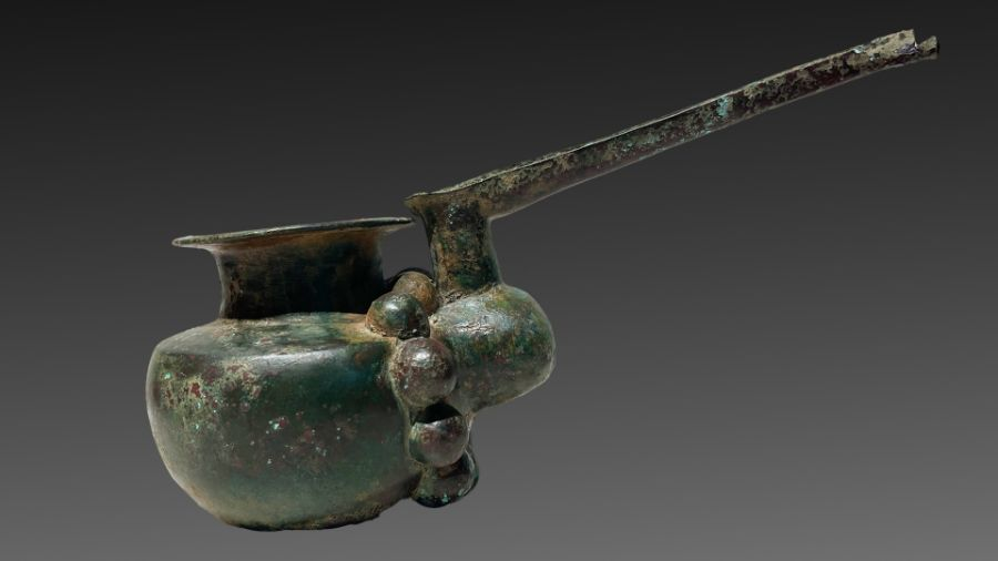 Elamite period ceremonial pouring copper pot 1st millennium BC