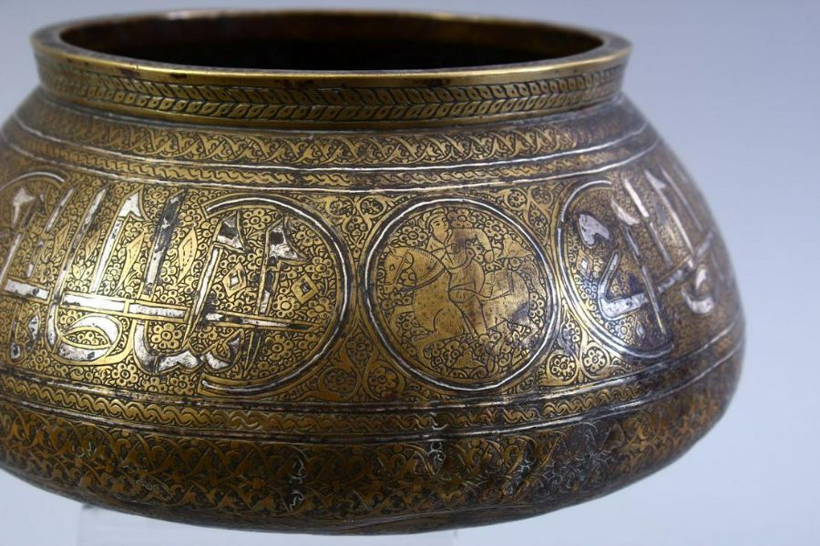 A GOOD SAFAVID REVIVAL, QAJAR DYNASTY CALLIGRAPHIC AND SILVER INLAID BRASS BOWL - Image 4 of 5