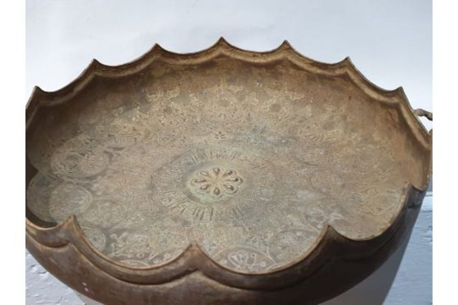 LARGE IMPORTANT ISLAMIC BRONZE DISH WITH SILVER INLAY CALLIGRAPHIC INSCRIPTIONS - Image 2 of 8