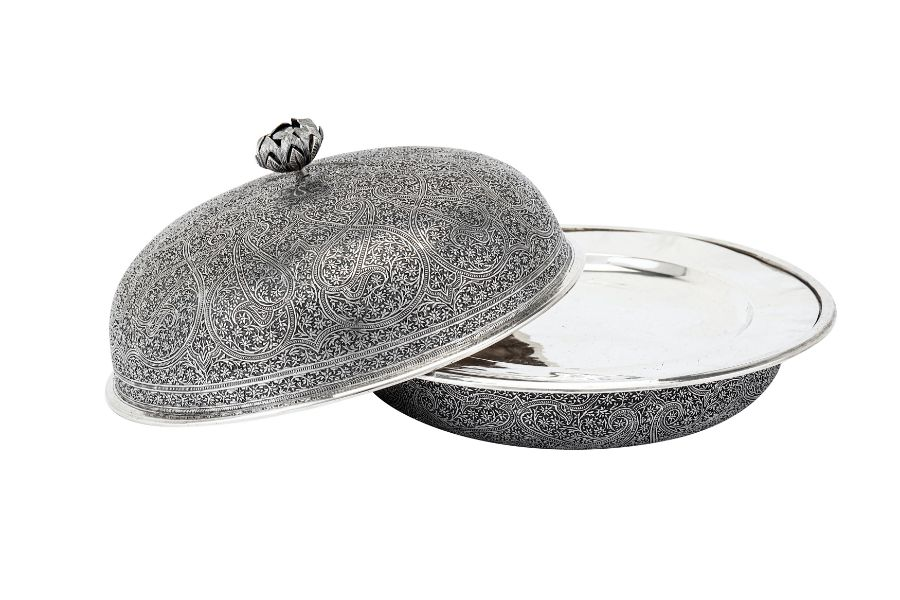 An early 20th century Anglo – Indian Raj unmarked silver muffin dish, Kashmir circa 1920 - Image 3 of 3