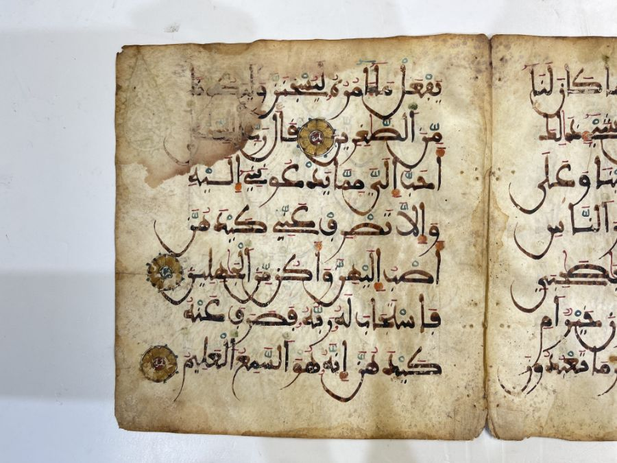 AN ILLUMINATED TWO FOLIO QUR'AN SECTION IN MAGHRIBI SCRIPT, NORTH AFRICA OR SPAIN, 12TH CENTURY AD - Image 9 of 10