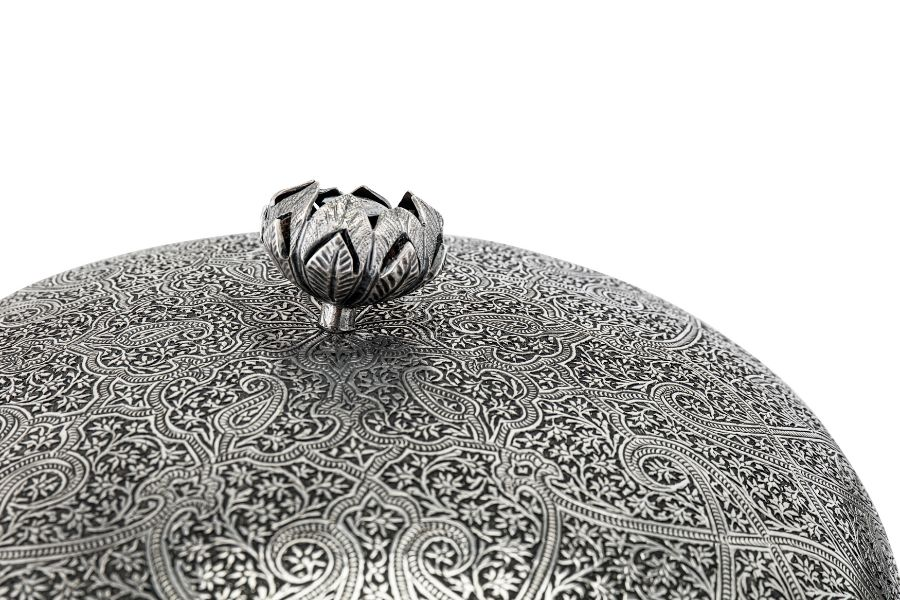 An early 20th century Anglo – Indian Raj unmarked silver muffin dish, Kashmir circa 1920 - Image 2 of 3