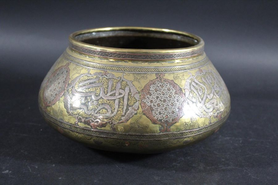MAMLUK REVIVAL LARGE BRASS & SILVER INLAID BOWL - Image 2 of 4