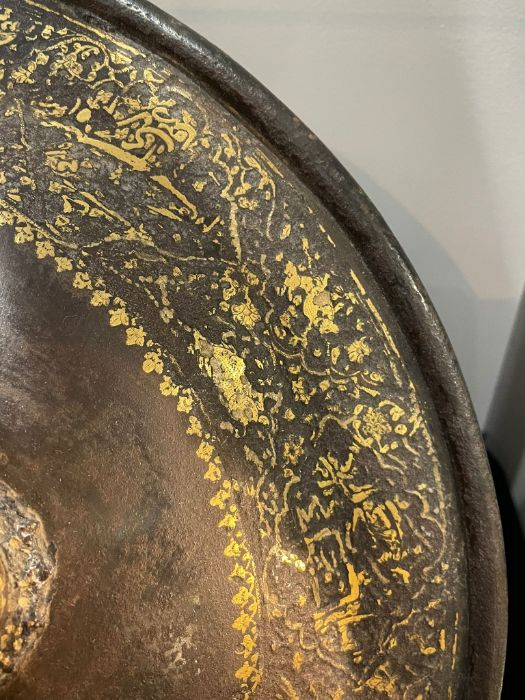 A QAJAR GOLD-DAMASCENED STEEL SHIELD (SIPAR) PERSIA, 19TH CENTURY - Image 2 of 7