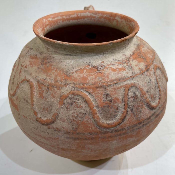 Clay water jar with serpent motive around its rim , Bactrian period 1st millennium BC - Image 4 of 6