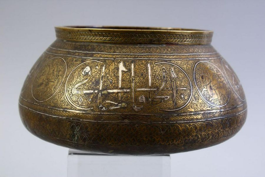 A GOOD SAFAVID REVIVAL, QAJAR DYNASTY CALLIGRAPHIC AND SILVER INLAID BRASS BOWL - Image 5 of 5