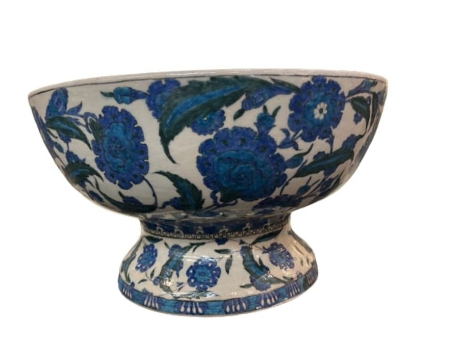 A LARGE CANTAGALLI IZNIK-STYLE POTTERY FOOTED BOWL, ITALY, 19TH CENTURY