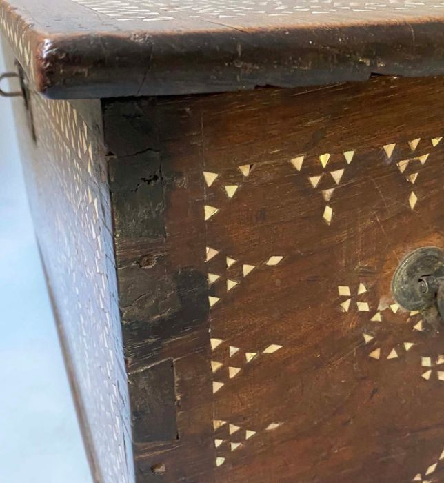 18TH CENTURY INDO PORTGUESE MICROMOSAIC INLAID TABLE CABINET TRUNK - Image 6 of 7