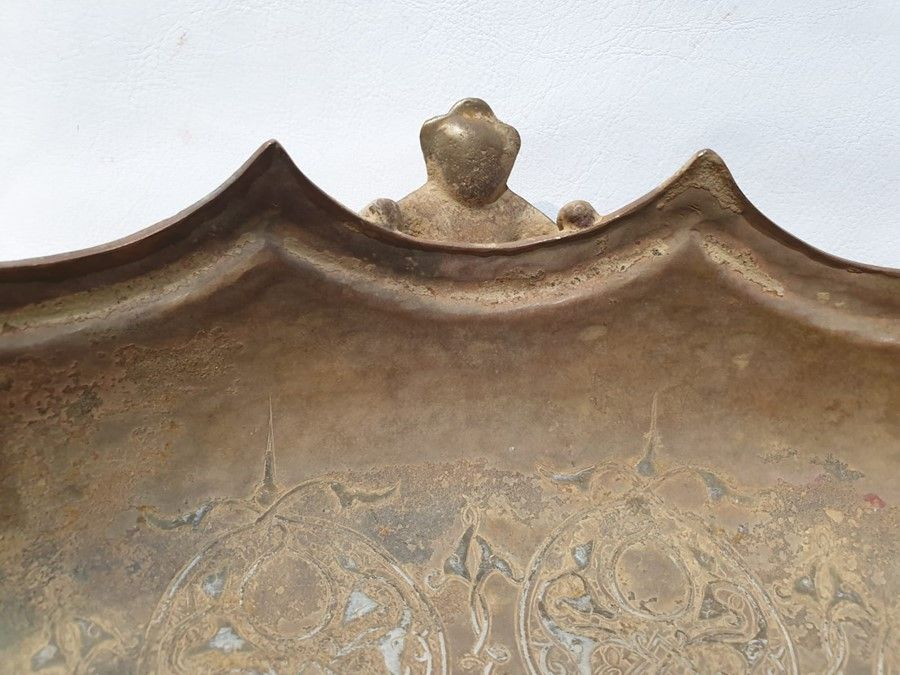 LARGE IMPORTANT ISLAMIC BRONZE DISH WITH SILVER INLAY CALLIGRAPHIC INSCRIPTIONS - Image 5 of 8