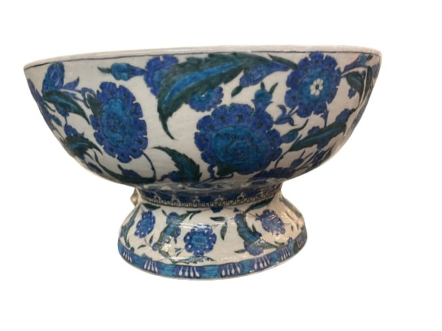 A LARGE CANTAGALLI IZNIK-STYLE POTTERY FOOTED BOWL, ITALY, 19TH CENTURY - Image 2 of 14
