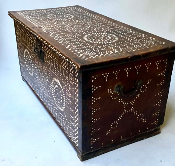 18TH CENTURY INDO PORTGUESE MICROMOSAIC INLAID TABLE CABINET TRUNK - Image 5 of 7