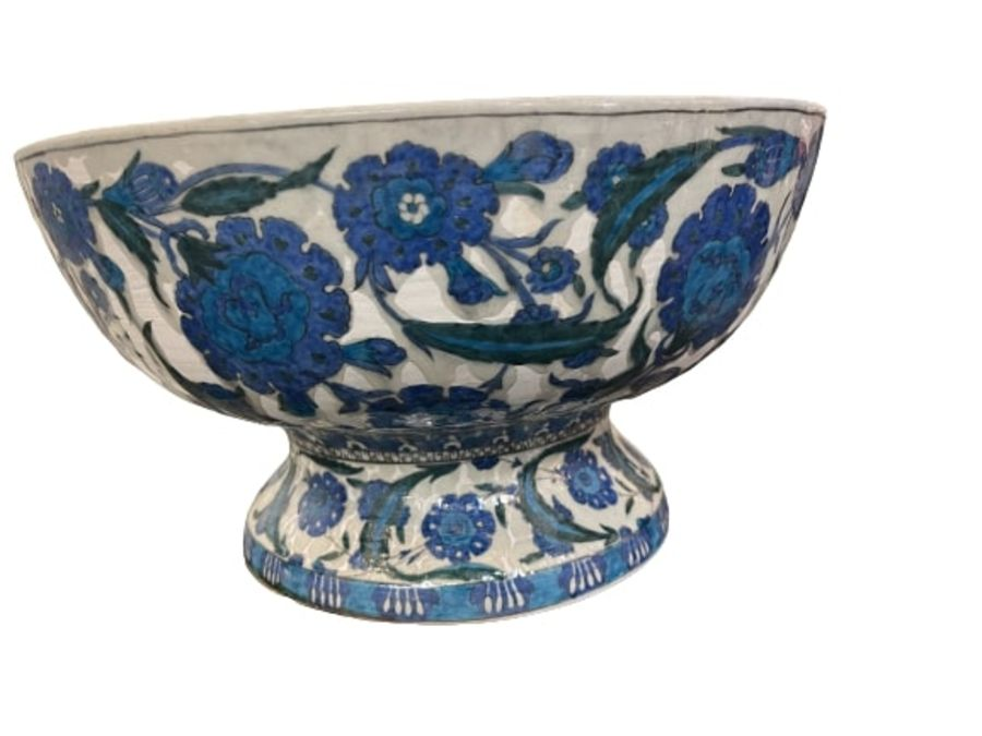 A LARGE CANTAGALLI IZNIK-STYLE POTTERY FOOTED BOWL, ITALY, 19TH CENTURY - Image 9 of 14