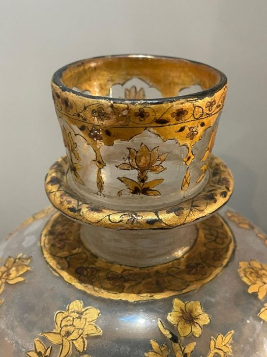 18th century Mughal glass with gold inlaid paintings and Flowers motives all pieces intact - Image 3 of 3