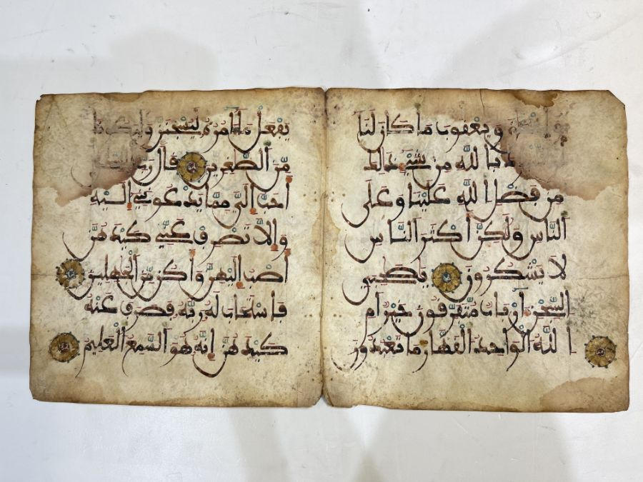 AN ILLUMINATED TWO FOLIO QUR'AN SECTION IN MAGHRIBI SCRIPT, NORTH AFRICA OR SPAIN, 12TH CENTURY AD - Image 8 of 10