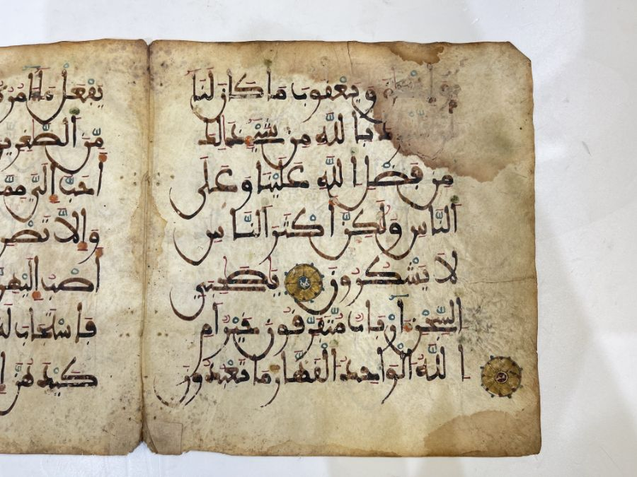AN ILLUMINATED TWO FOLIO QUR'AN SECTION IN MAGHRIBI SCRIPT, NORTH AFRICA OR SPAIN, 12TH CENTURY AD - Image 10 of 10