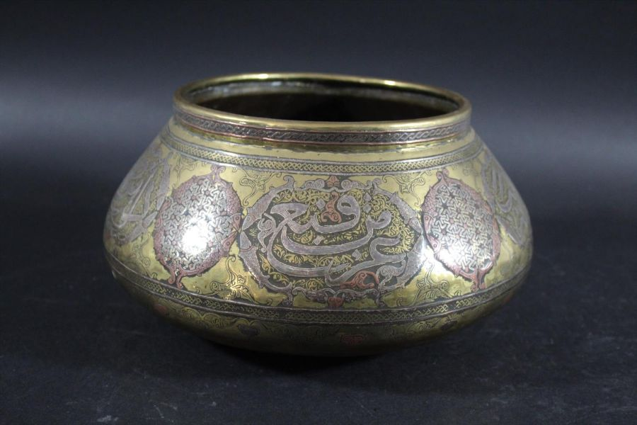 MAMLUK REVIVAL LARGE BRASS & SILVER INLAID BOWL - Image 3 of 4