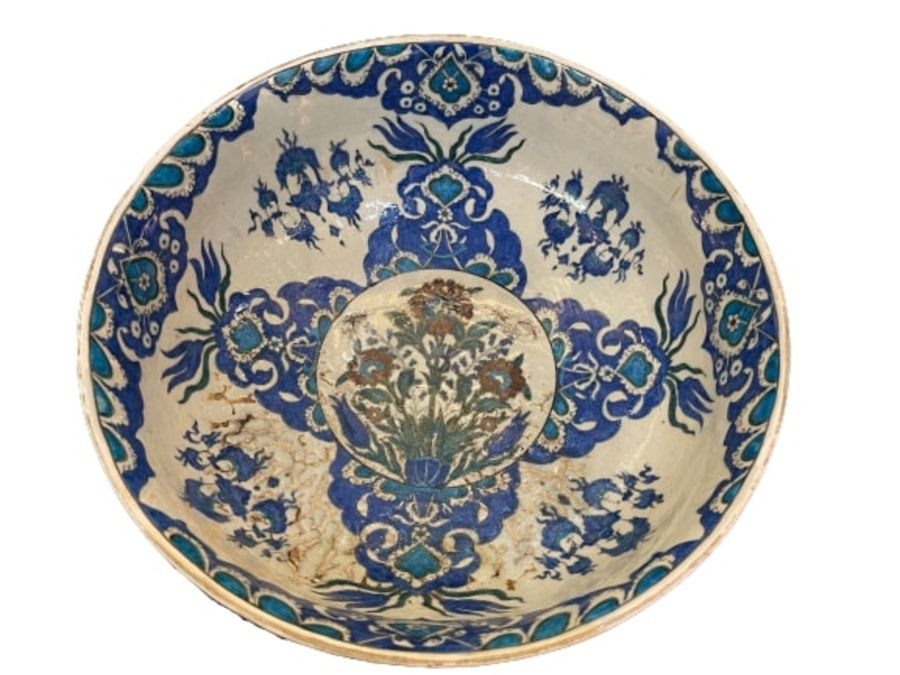 A LARGE CANTAGALLI IZNIK-STYLE POTTERY FOOTED BOWL, ITALY, 19TH CENTURY - Image 3 of 14