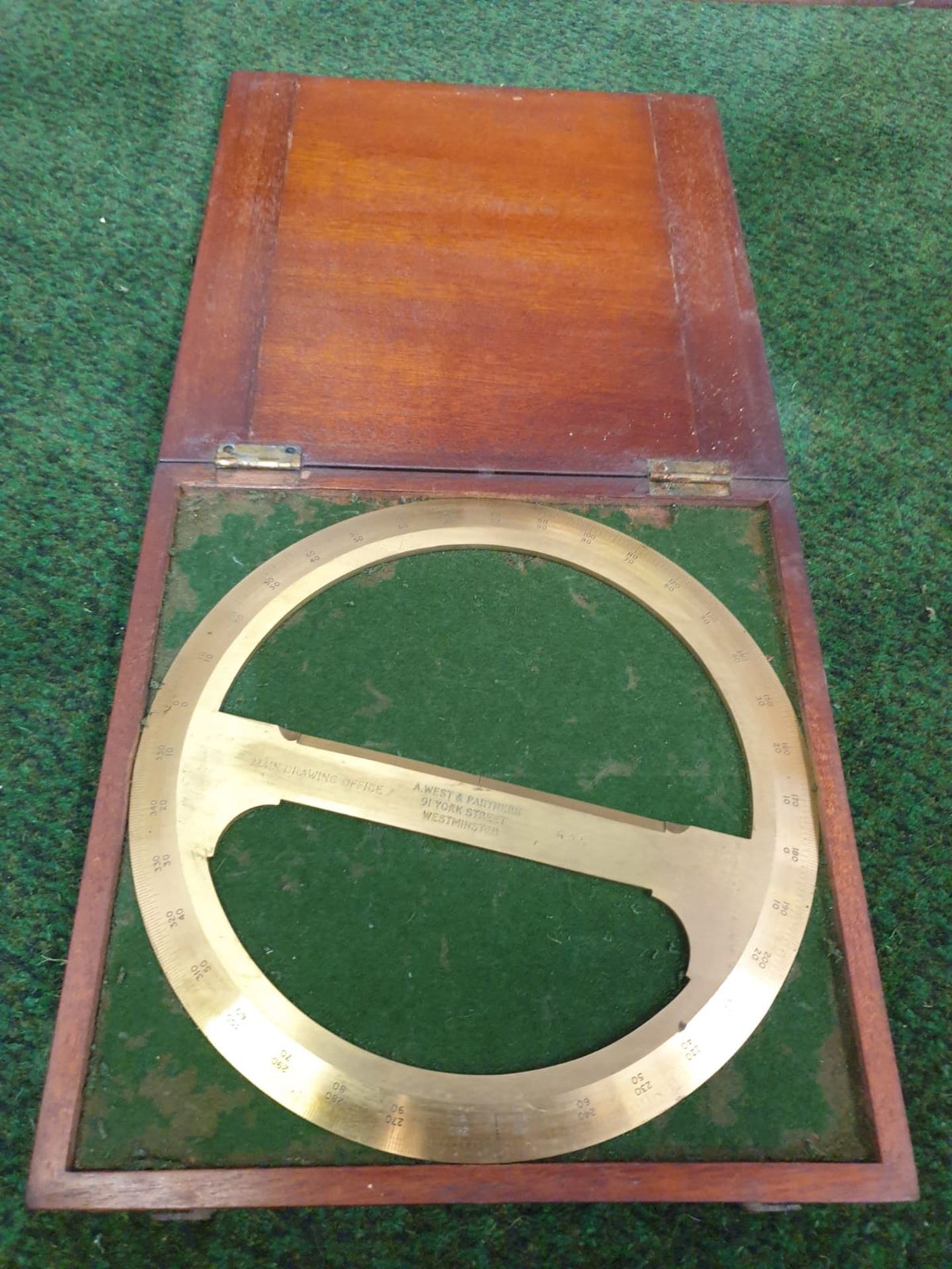 RAF Brass, 360 degree, circular Protractor with crossbar, a scientific drawing instrument in its - Image 2 of 4