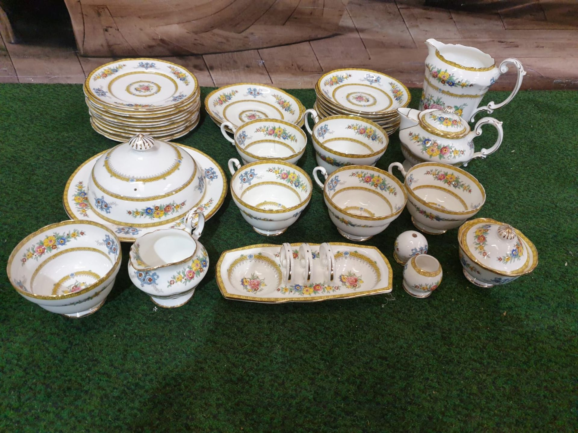 A Paragon England fine bone China partial tea service floral with gold rim comprising of 11x serving - Image 3 of 3