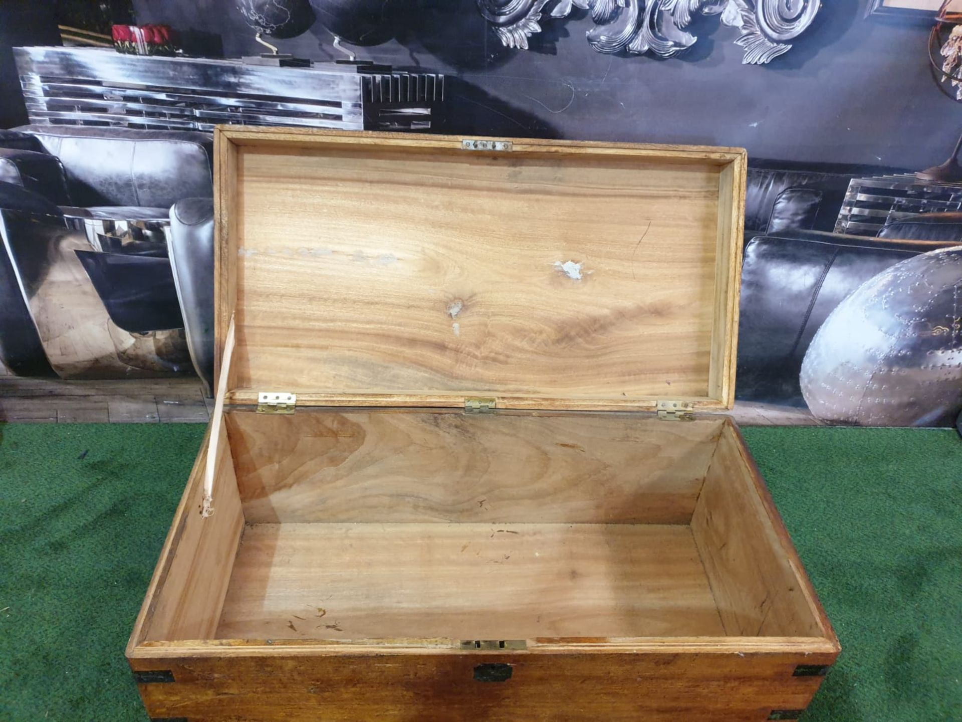 Oak Coffer or Travel Chest This mid-sized English oak coffer trunk is a pleasingly styled example - Image 4 of 4