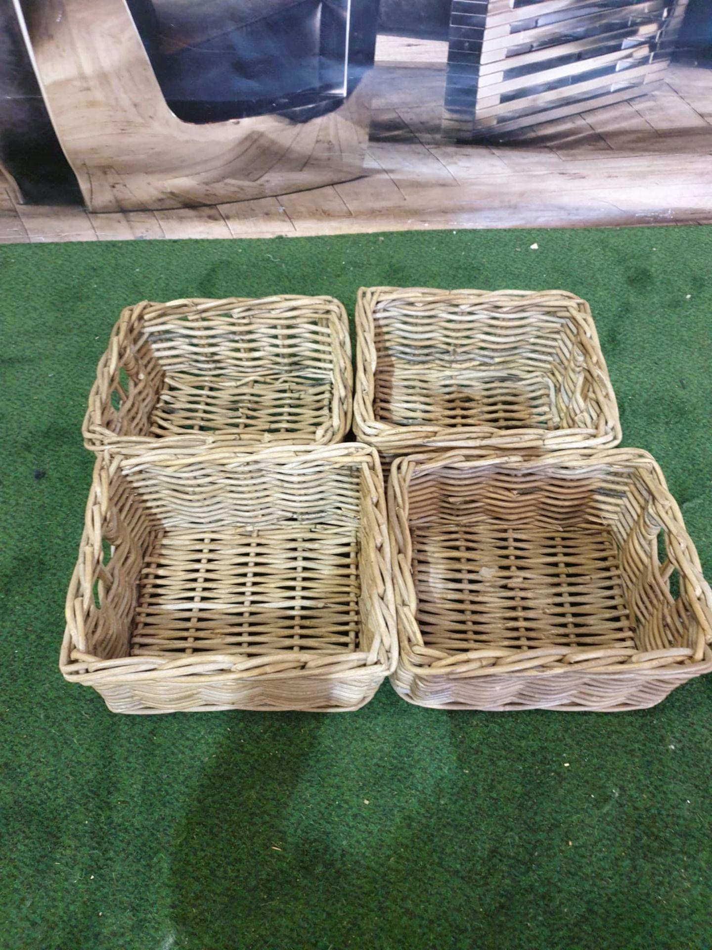 4 x Wicker baskets 29 x 25 x 15cm