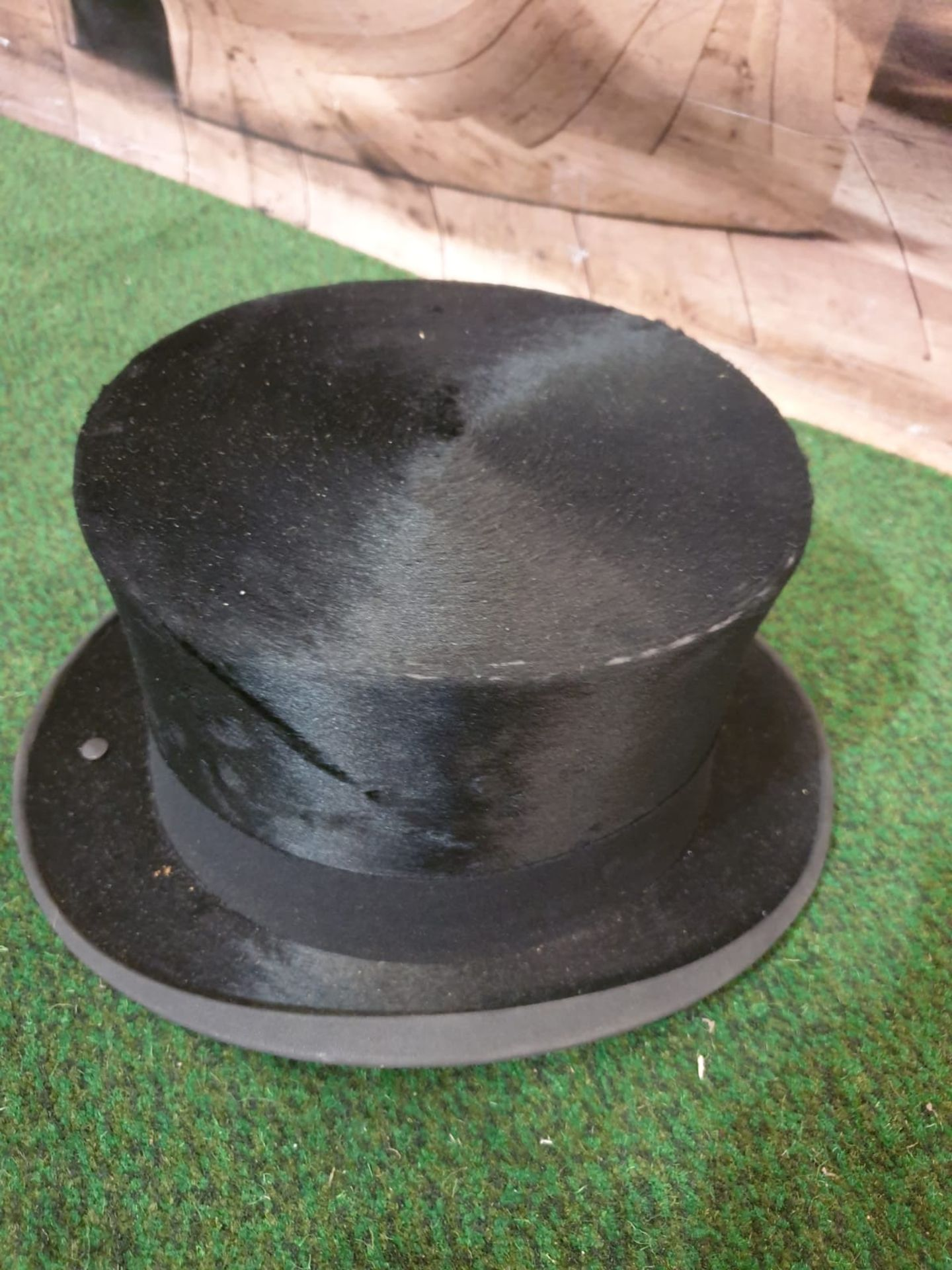 A James Lock + Co. Silk Black Top hat with original card box - Image 2 of 5