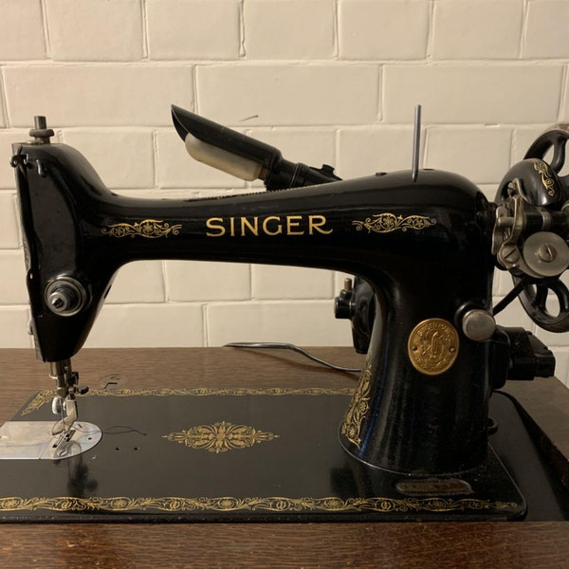 Vintage Singer 230000 sewing machine in cabinet 57 x 42 x 79 Serial Number Y8338989 YOM 1923 ( - Image 4 of 4