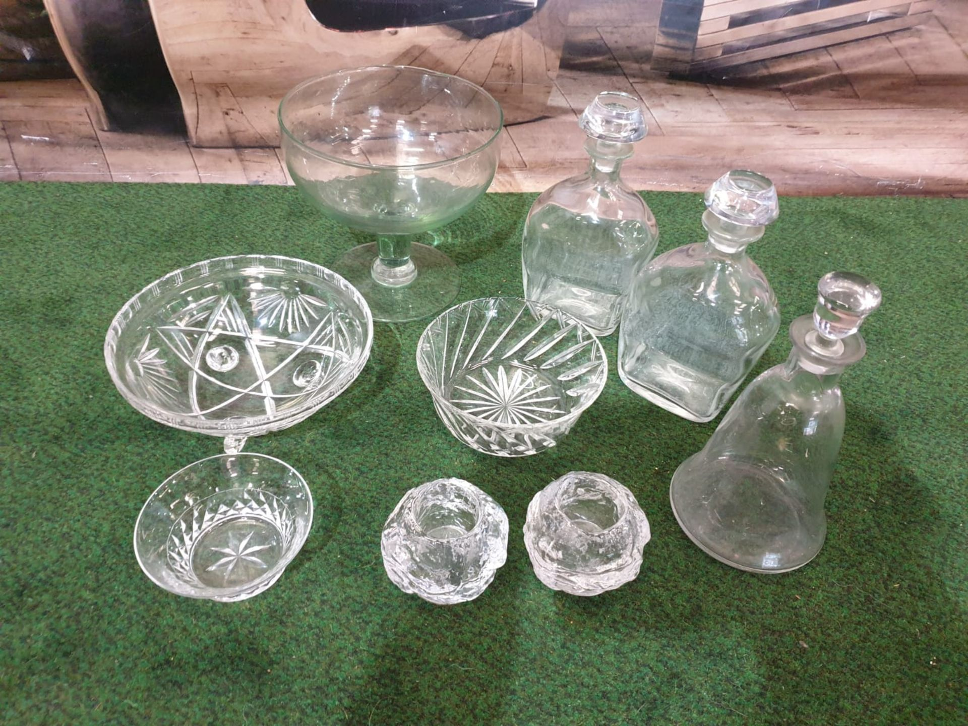 A set of 3 clear glass decanters with pillar neck each fitted with a stoppers. Circa early 20c - Image 2 of 3