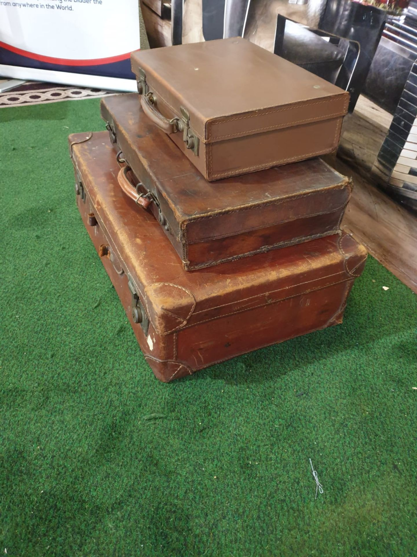 A set of 3 x vintage leather travel cases 60 x 36cm, 48 x 29cm and 35 x 24cm