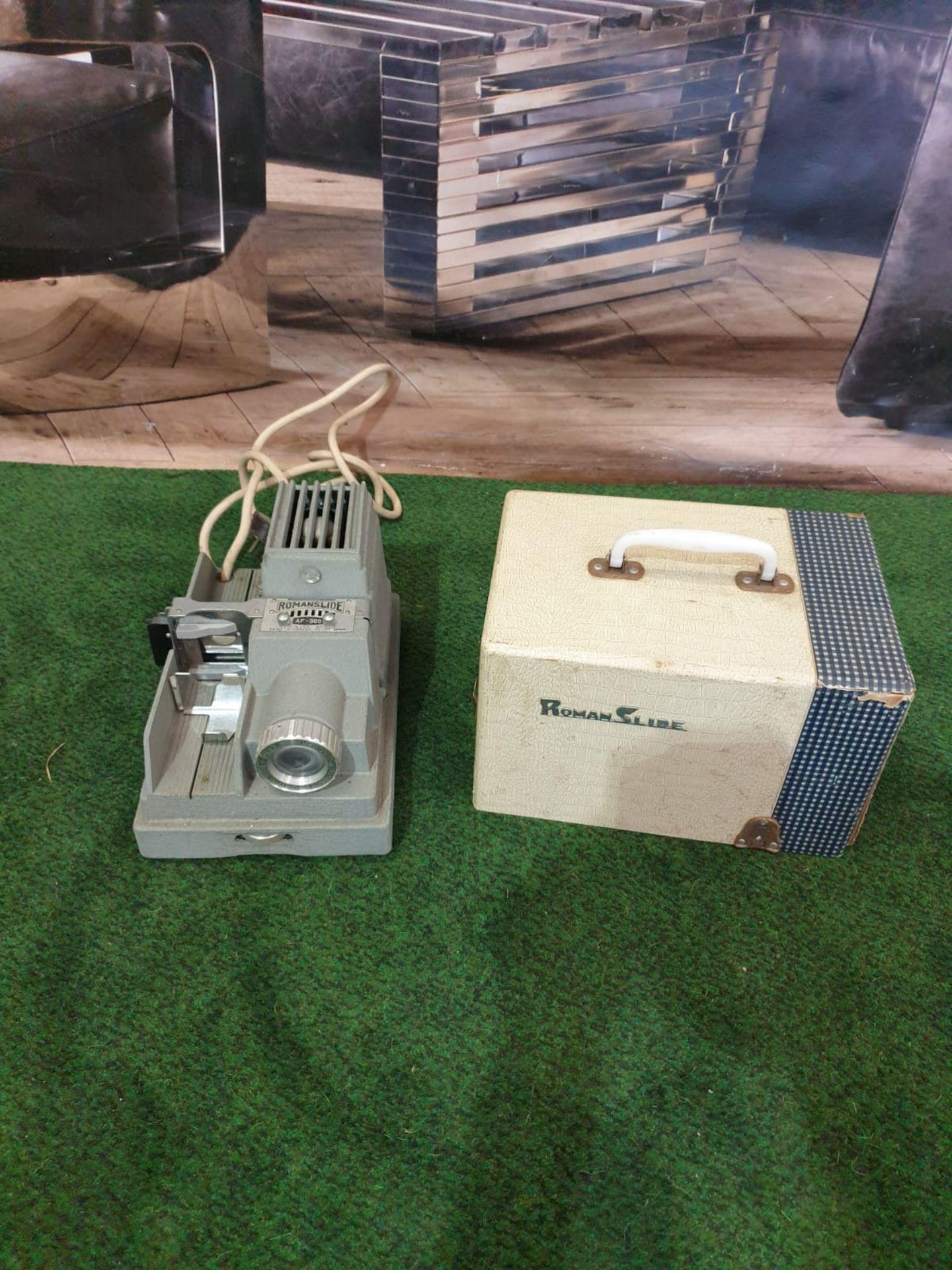 Samoca Camera AF-300 Projector Roman Slides Projector Screen 26 x 18 x 16cm Dates to 1955- 1956 - Image 2 of 4