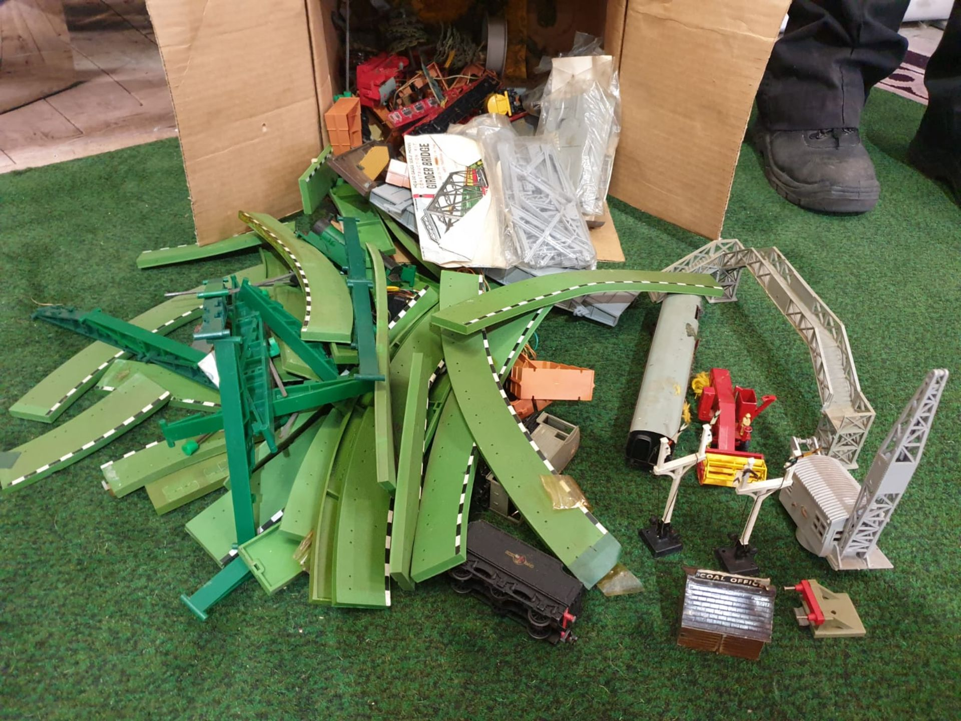 A box containing vintage Scalextric MM/T45G Green Straight Borders and train set accessories as