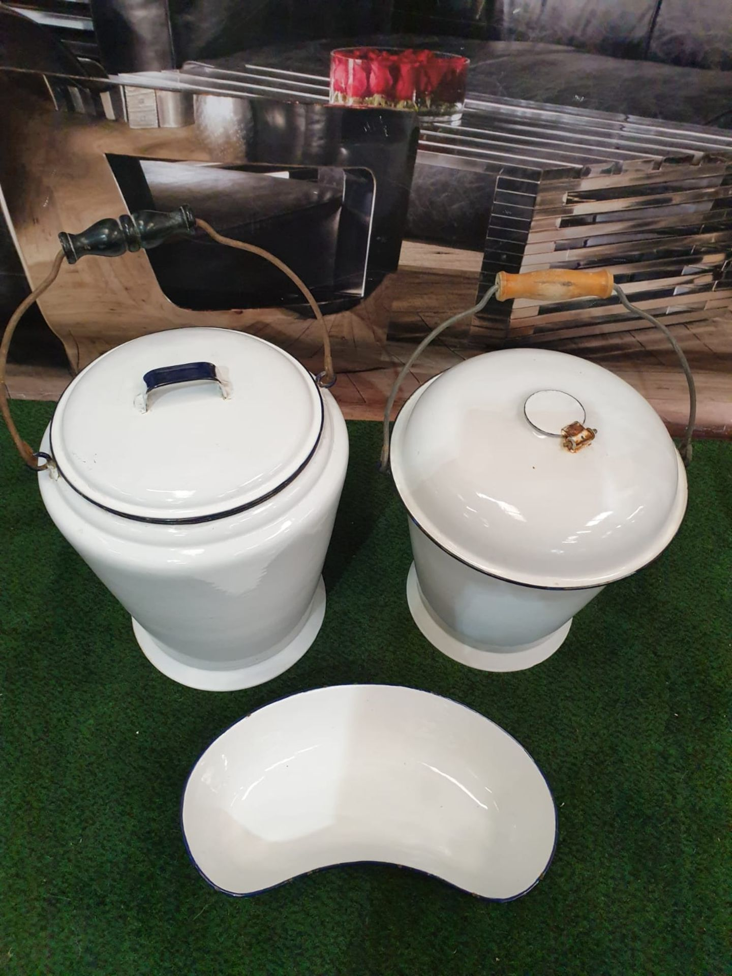 White enamel ware compirsing of a Bucket, pail and kidney bowl - Image 2 of 3