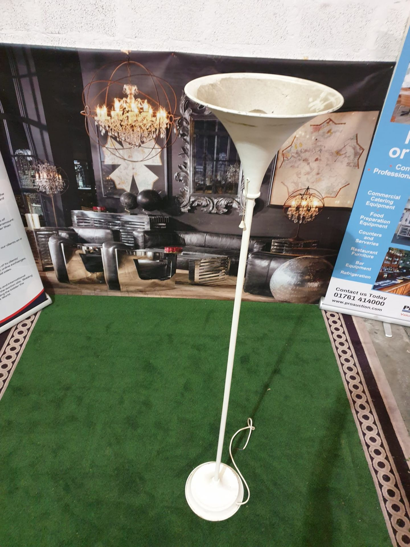A set of 4 x Metal torchier floor lamps Enamelled torchier lamps with single pull chain switches. - Image 3 of 3