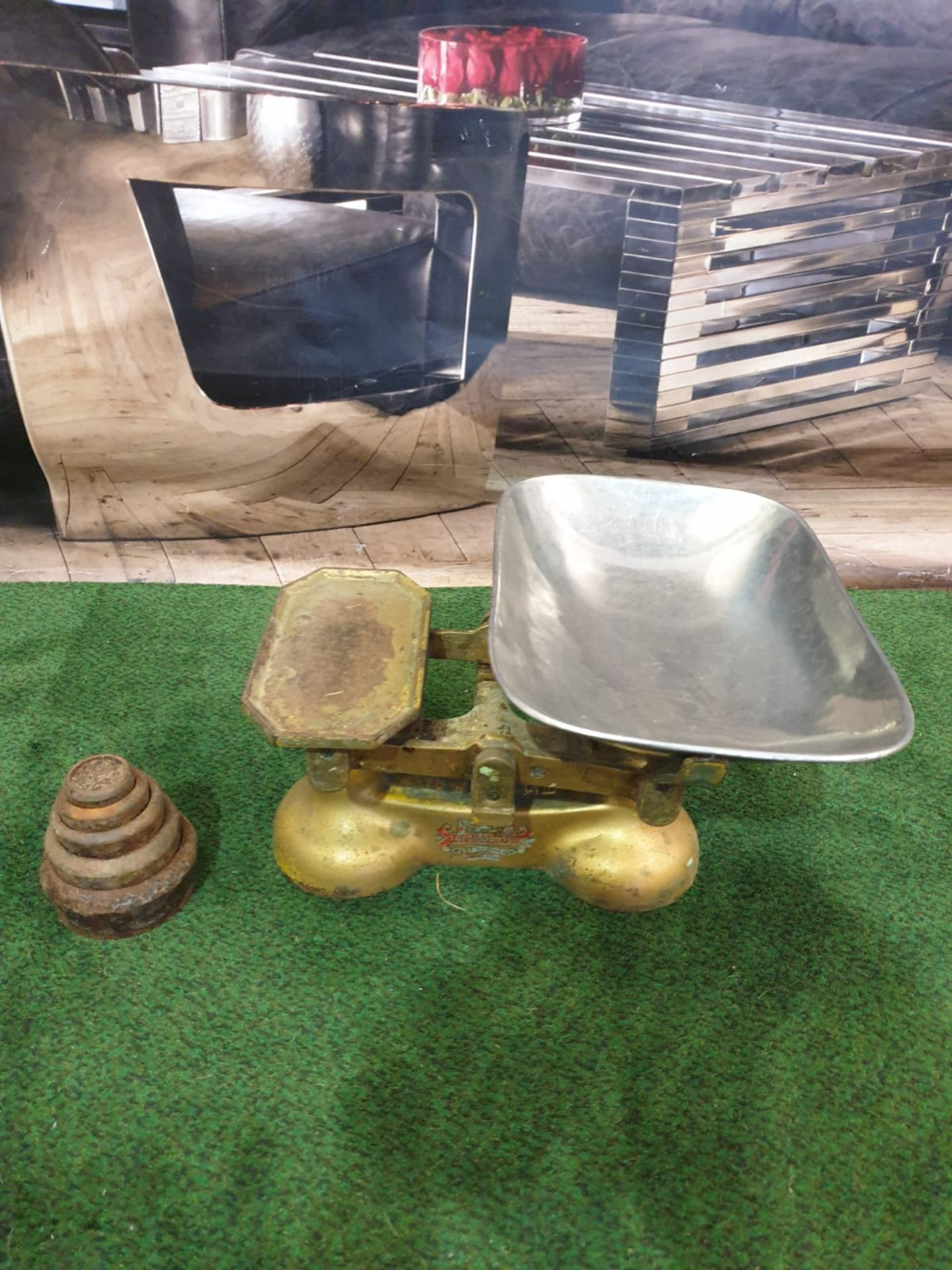A set of Vintage J & J SIDDONS weighting scales with pan and various weights West Bromwich UK Set Of