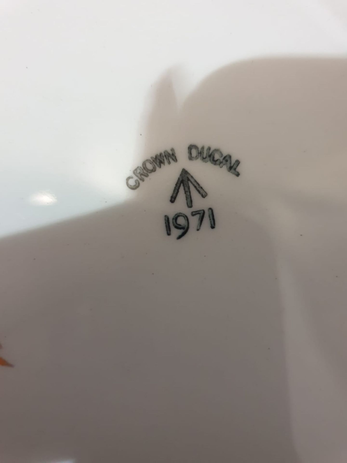 13 x Crown Ducal England Dinner plates White Gold rim 1971 - Image 3 of 3