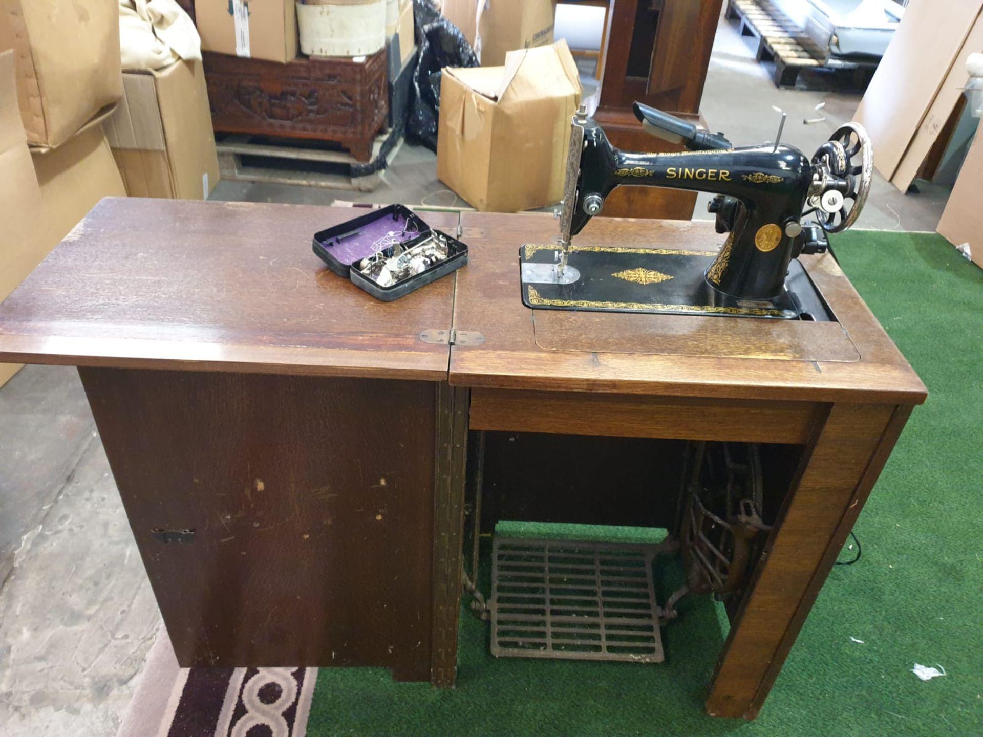 Vintage Singer 230000 sewing machine in cabinet 57 x 42 x 79 Serial Number Y8338989 YOM 1923 ( - Image 2 of 4