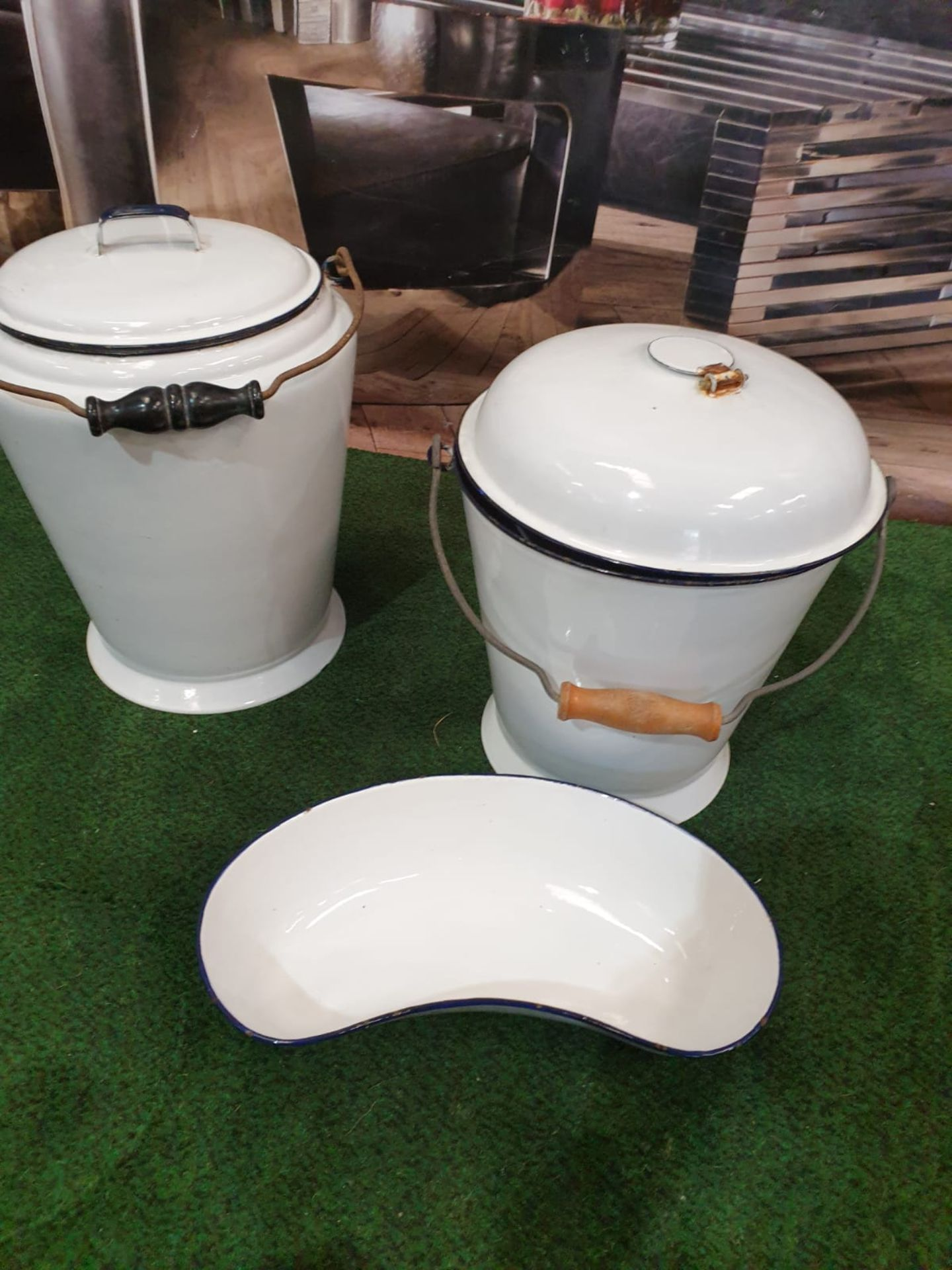White enamel ware compirsing of a Bucket, pail and kidney bowl - Image 3 of 3