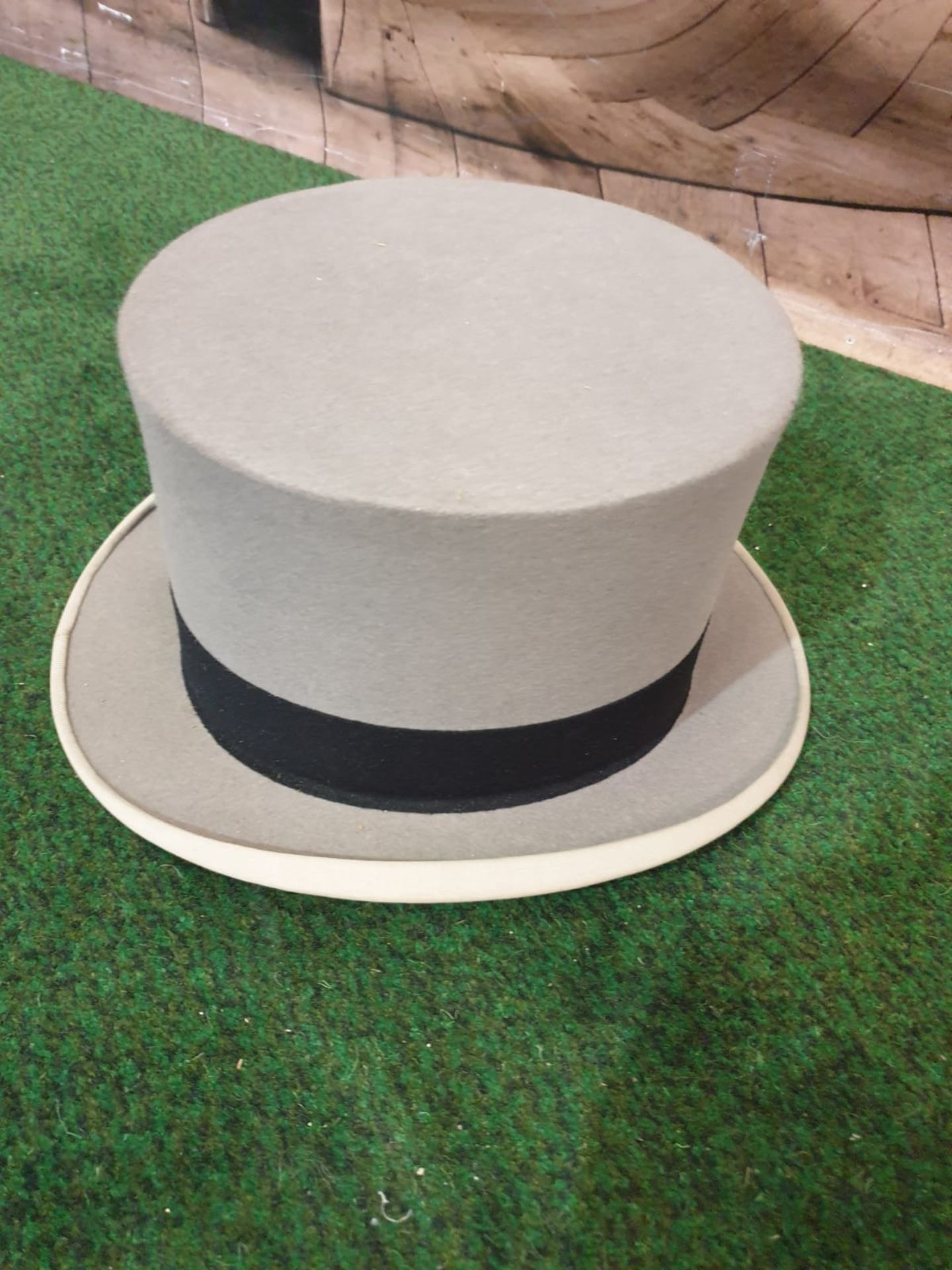A Hillhouse and Co. of 11 New Bond Street, London, grey top hat in original hat box - Image 2 of 4
